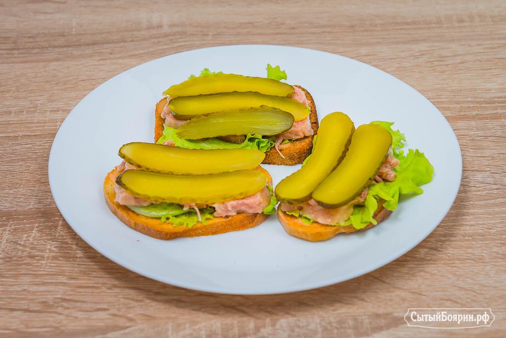 Посмотрите пошаговый рецепт и вы научитесь делать вкусные бутерброды с консервированной ветчиной и сыром